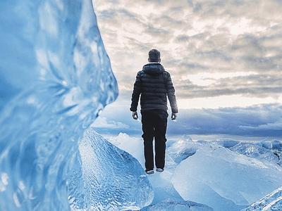 氷河に一人